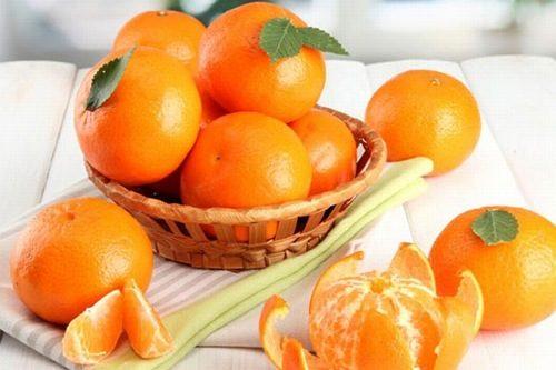 Cam hoặc quýt cũng chứa rất nhiều đường và axit hữu cơ sẽ kích thích niêm mạc dạ dày