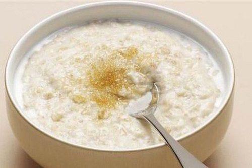 Người bệnh nên ăn những thực phẩm mềm, dễ nuốt như cháo hoặc súp
