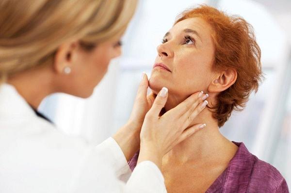 Bác sĩ sẽ thăm khám lâm sàng, hỏi tiền sử bản thân và gia đình nhằm kết luận tình trạng sức khỏe