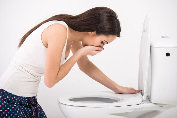 Khi bị vỡ u nang buồng trứng có thể gây nôn ói