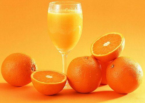 Chị em cần có chế độ ăn cung cấp nhiều chất xơ như trái cây tươi ví dụ như bưởi, cam… rau quả, ngũ cốc vì có tác dụng kích thích hệ vi khuẩn đường ruột. Nên uống nhiều nước ( 8-10 cốc/ngày ). Tránh các đồ uống có tính kích thích như cà phê, trà, sô đa vì có thể làm cơ thể mất nước.
