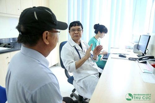 Khi có dấu hiệu nứt kẽ hậu môn nên nhanh chóng tới bệnh viện để thăm khám và tư vấn cách điều trị phù hợp