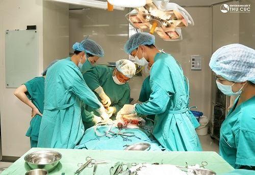 Bệnh viện Thu Cúc có đội ngũ bác sĩ giỏi sẽ trực tiếp phẫu thuật cho người bệnh, an toàn, chi phí hợp lý