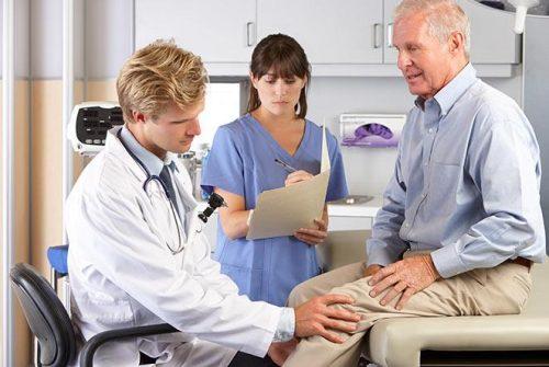 Bạn nên đến cơ sở chuyên khoa để thăm khám và điều trị nếu như tràn dịch khớp gối