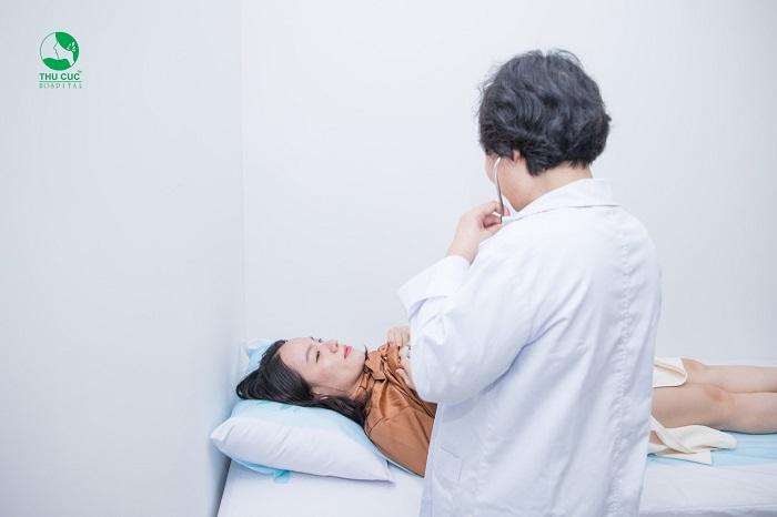Sau khi thăm khám bác sĩ sẽ chỉ định phương pháp điều trị phù hợp với từng người bệnh