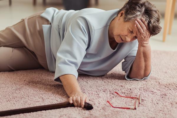 Rạn xương chậu thường gặp ở người cao tuổi, té ngã, chấn thương do tai nạn....