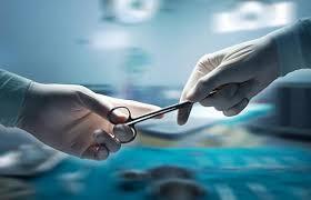 Phẫu thuật là phương án điều trị chính của sa ruột.