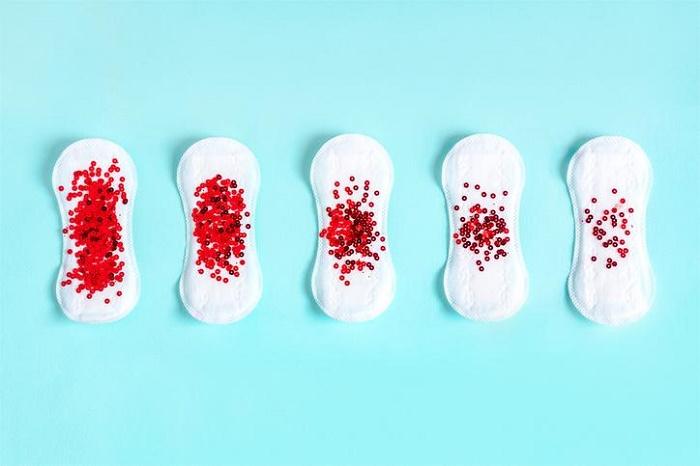 Sản dịch ra máu cục là hiện tượng bình thường.