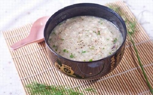 Người bệnh sau mổ viêm ruột thừa cần ăn những thực phẩm mềm, dễ nuốt như cháo, súp...