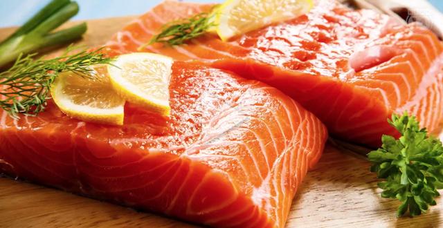 Thịt cá, đặc biệt là cá hồi rất tốt cho mẹ và bé