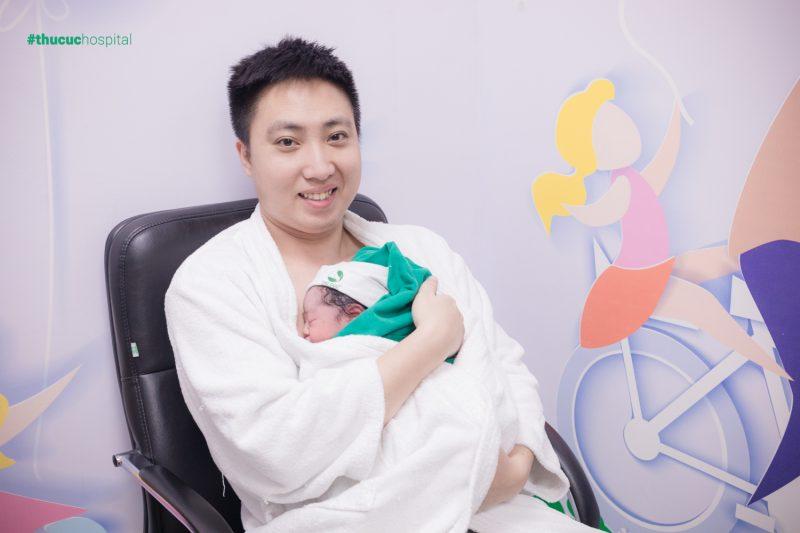 Khi vợ sinh con thì chỉ cần đang tham gia BHXH thì lao động nam sẽ được hưởng chế độ thai sản