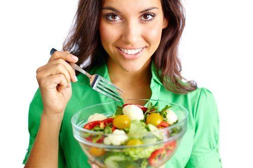 Chế độ ăn sau sinh mổ cần đa dạng với đủ 4 nhóm chất.