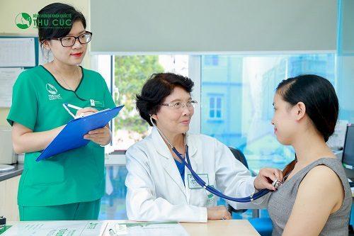 Khi có dấu hiệu bất thường về sức khỏe, người bệnh cần đi khám để được tư vấn điều trị sớm