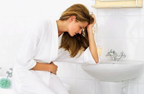 Táo bón làm cho cơ thể không tự bài trừ độc tố ra bên ngoài, khiến cơ thể khó chịu, nổi mụn, mệt mỏi
