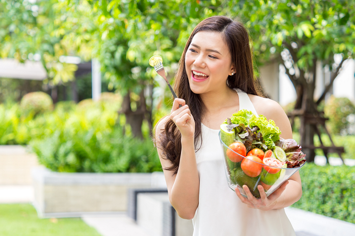 Khi bị tắc kinh, chị em cần tăng cường ăn các loại rau, củ, quả giàu sắt để tránh thiếu máu do thiếu sắt.