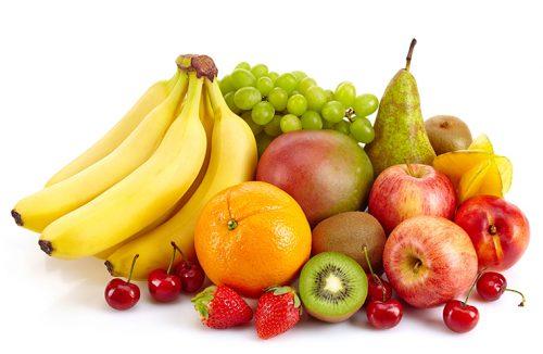 Người già nên ăn những loại trái cây tốt cho tiêu hóa như: việt quất, dâu, chuối, táo, lê, ... để phòng chứng tắc ruột người già do bã thức ăn