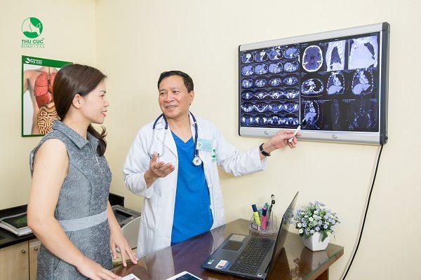 Người bệnh được thăm khám trực tiếp với đội ngũ bác sĩ giỏi