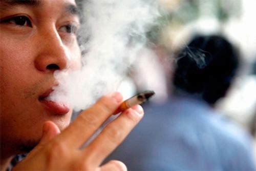 Những người có thói quen hút thuốc lá, nghiện rượu bia... cần chủ động tầm soát ung thư sớm