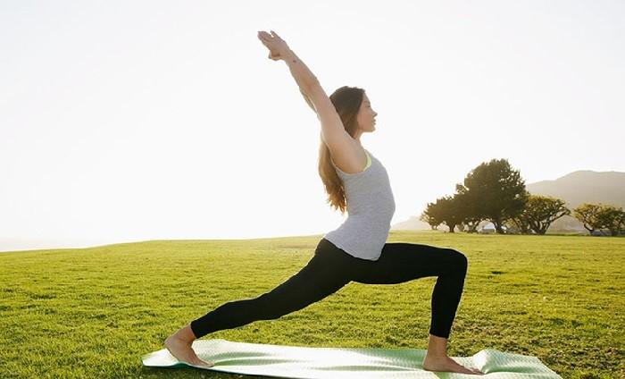Tập yoga thường xuyên sẽ giúp chị em giải tỏa căng thẳng và khô âm đạo
