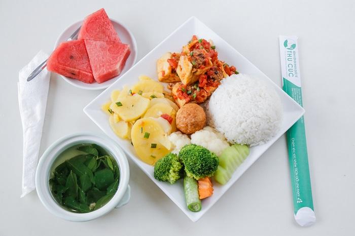 Lên thực đơn ăn uống lành mạnh, đảm bảo dưỡng chất cho mẹ bầu sau sinh