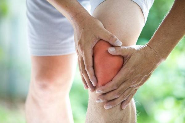 Thoái hóa khớp gối khiến người bệnh gặp khó khăn khi vận động