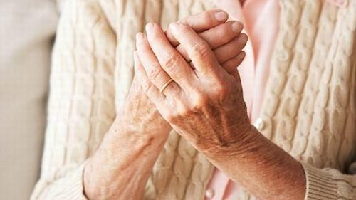 Dưa thừa canxi khiến xương dễ bị vôi hóa