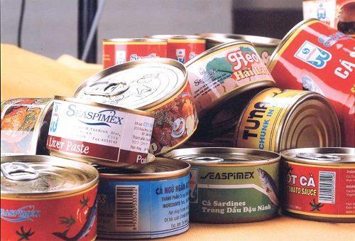 Đồ hộp chứa nhiều chất bảo quản, phụ gia, phẩm màu...cũng là loại thức ăn khó tiêu hóa nên hạn chế