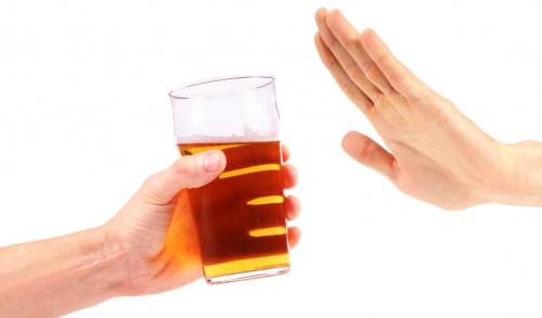 Người bệnh cũng cần tránh các loại đồ uống chứa chất kích thích vì nó ảnh hưởng tới tình trạng bệnh