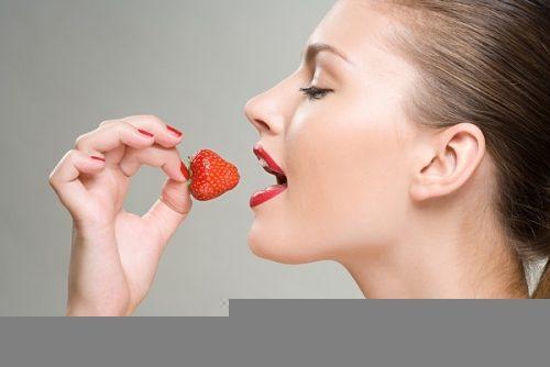 Dâu...là loại trái cây rất giàu chất xơ, tốt cho hệ tiêu hóa và cải thiện tình trạng táo bón của bạn