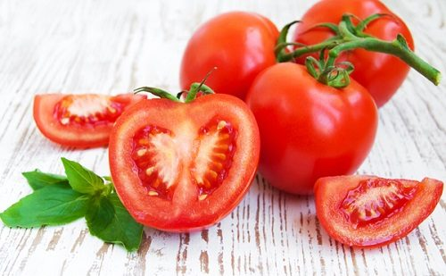 Trong cà chua có nhiều chất chống oxy hóa, phòng các bệnh ung thư đường tiêu hóa rất tốt, trong đó có ung thư dạ dày.