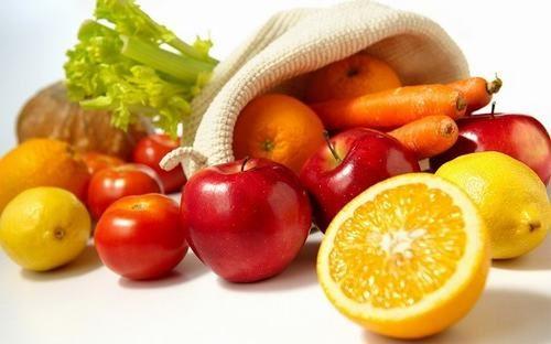 Các loại trái cây như nho, táo, quả mọng... giàu hợp chất flavonoid có khả năng chống lại vi khuẩn HP