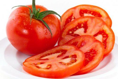 Cà chua chứa các thành phần như các loại vitamin, lycopene, axit citric, axit malic, pectin… đều là những chất có lợi cho sự hoạt động bình thường của dạ dày và ruột, giúp ngăn ngừa táo bón.