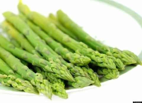 Măng tây chứa lượng đường và chất béo thấp, hàm luợng chất xơ cao, rất có công hiệu trong việc điều trị chứng táo bón.