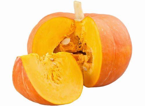 Bí ngô rất dồi dào các vitamin A, E, C và B6. Hơn nữa, bí ngô cònrất giàu sắt và kẽm, giúp bổ sung lượng máu cho cơ thể, phòng ngừa bệnh thiếu máu hay gặp ở mẹ bầu. Chất xơ dồi dào trong bí ngô, giúp nhuận tràng, ngừa táo bón và trĩ.