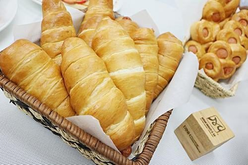 Bánh mì là một loại thực phẩm nên ăn khi bị trào ngược dạ dày thực quản.