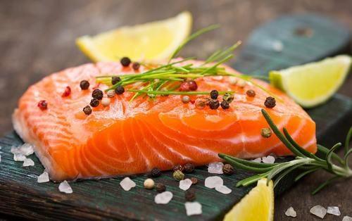 Omega-3 có trong cá hồi có khả năng ngăn ngừa sự xuất hiện và phát triển của tế bào ung thư vú, đại trực tràng...