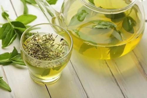 Một loại đồ uống có lợi cho cơ thể là trà xanh.