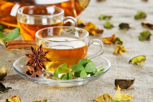 Người bệnh xuất huyết dạ dày nên uống các loại trà thảo mộc hoặc nước ép mật ong, nước nha đam...