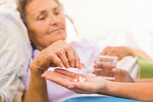 Sau mổ viêm ruột thừa người bệnh cần sử dụng thêm thuốc điều trị theo chỉ định của bác sĩ