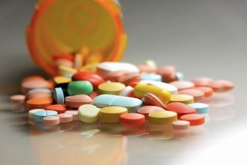 Người bệnh cần tuân thủ đúng thuốc kháng sinh chữa viêm đại tràng theo chỉ định của bác sĩ