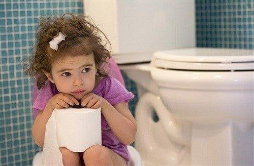 Tiểu buốt ở trẻ em có thể là dấu hiệu của nhiều bệnh lý nguy hiểm