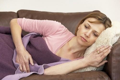 Polyp nội mạc tử cung gây rối loạn kinh nguyệt, đau bụng dưới