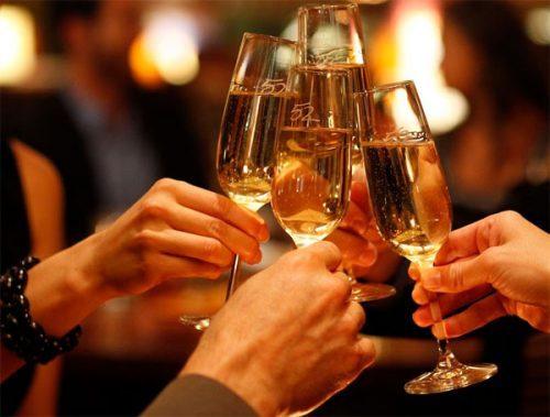 Thường xuyên sử dụng rượu bia làm tăng nguy cơ bị xuất huyết dạ dày