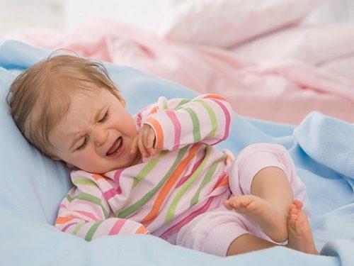 Thông thường khi bị bệnh lồng ruột trẻ sẽ biểu hiện đau bụng.