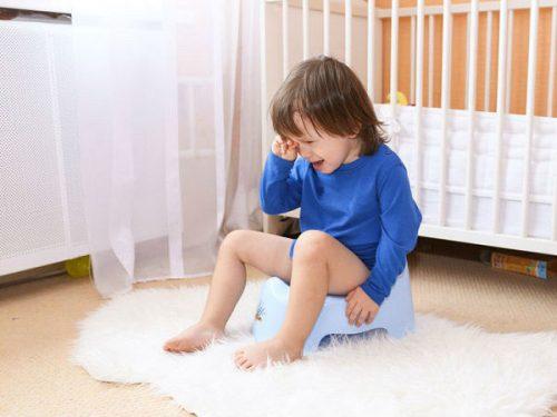 Trẻ bị kiết lỵ sẽ bị đầy bụng, đi ngoài nhiều lần, ảnh hưởng tới sức khỏe