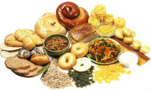 Nạp quá nhiều thực phẩm giàu tinh bột vào cơ thể dễ khiến cho dạ dày bị quá tải. Do tinh bột cần nhiều dịch vị để tiêu hóa nên dạ dày phải tăng tiết nhiều hơn. Thời gian tiêu hóa vì thế mà kéo dài, thực phẩm ùn ứ trong dạ dày sẽ gây khó tiêu, đầy hơi và chướng bụng. Đặc biệt, tránh dùng nhiều món ăn chứa tinh bột đi kèm với các món chiên rán sẽ khiến đống hỗn độn này vô cùng khó tiêu.