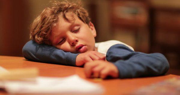 Trẻ bị thiếu sắt thể trạng thường mệt mỏi và kém năng động hơn những trẻ cùng trang lứa