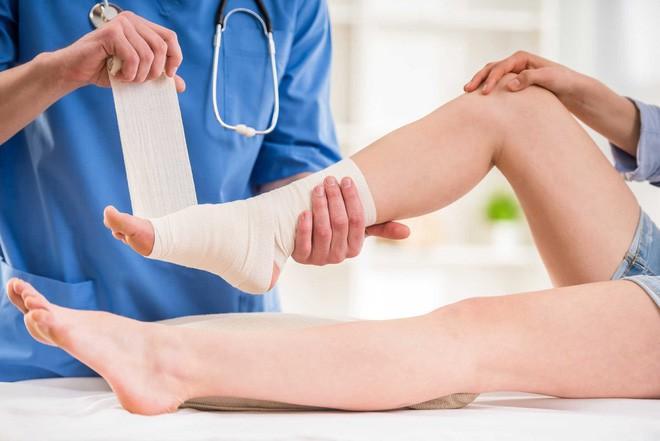 Trẹo chân chườm đá bao lâu?