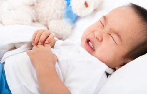 Hiện tượng căng trướng bụng và ợ hơi cũng là những triệu chứng thường gặp khi trẻ bị rối loạn tiêu hóa. Khi trẻ bị rối loạn tiêu hóa, sờ thấy bụng trẻ căng to và có dấu hiệu ợ hơi liên tục. Vì bụng đầy và trướng nên trẻ đánh hơi nhiều hơn. Ngoài ra, trẻ còn có biểu hiện miệng hôi.