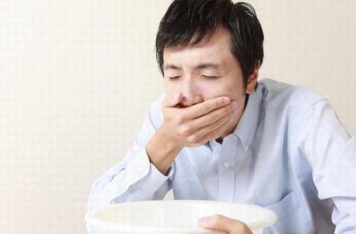 Buồn nôn và nôn cũng là triệu chứng ung thư dạ dày mà nhiều người thường bỏ qua